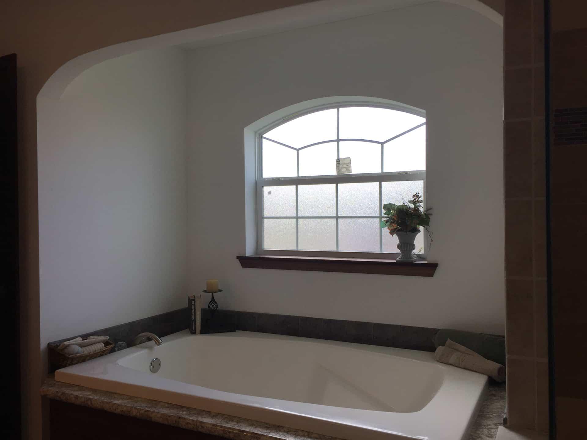 Lionel soaking tub
