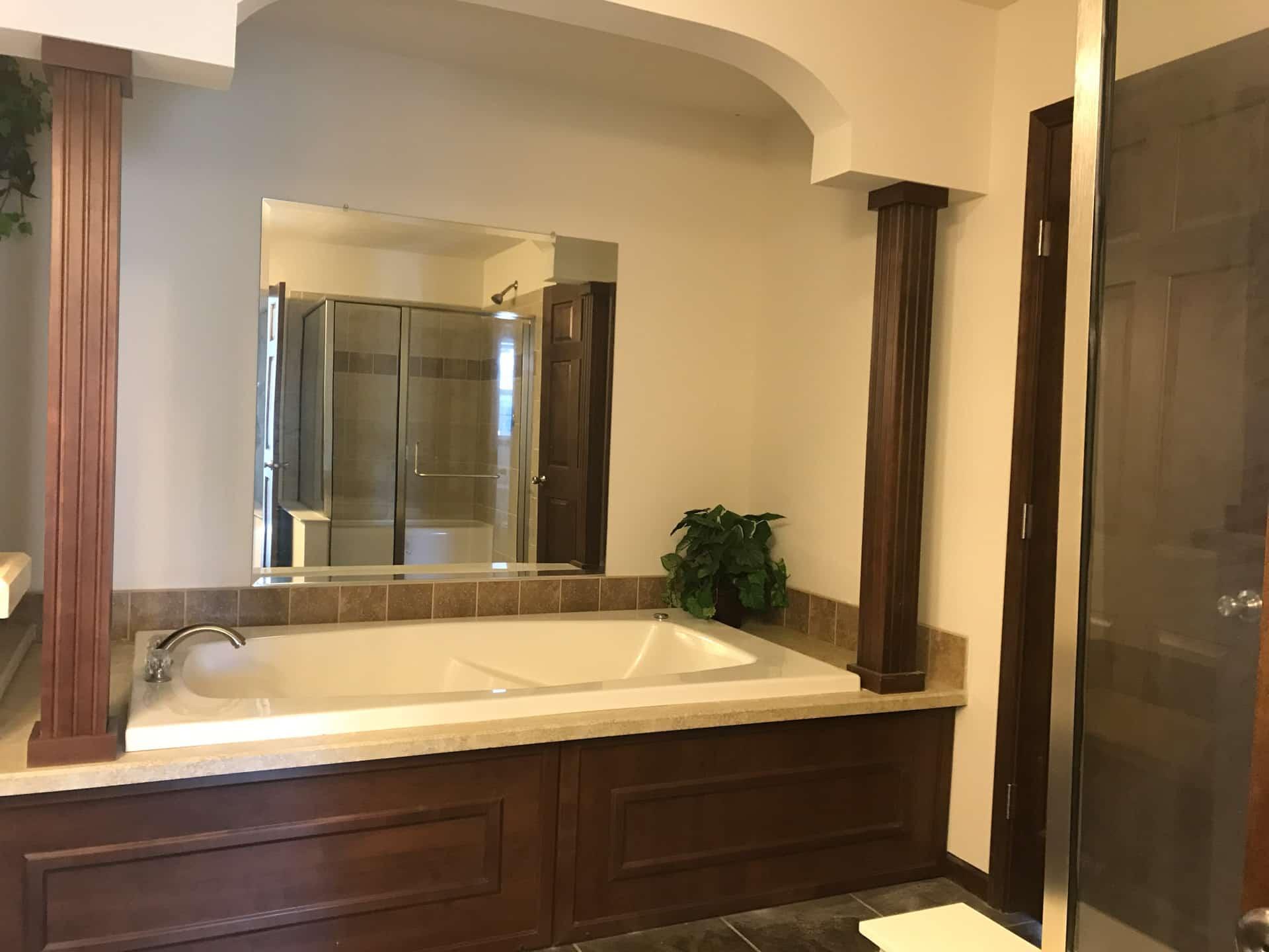Princeton soaking tub - D&W Homes