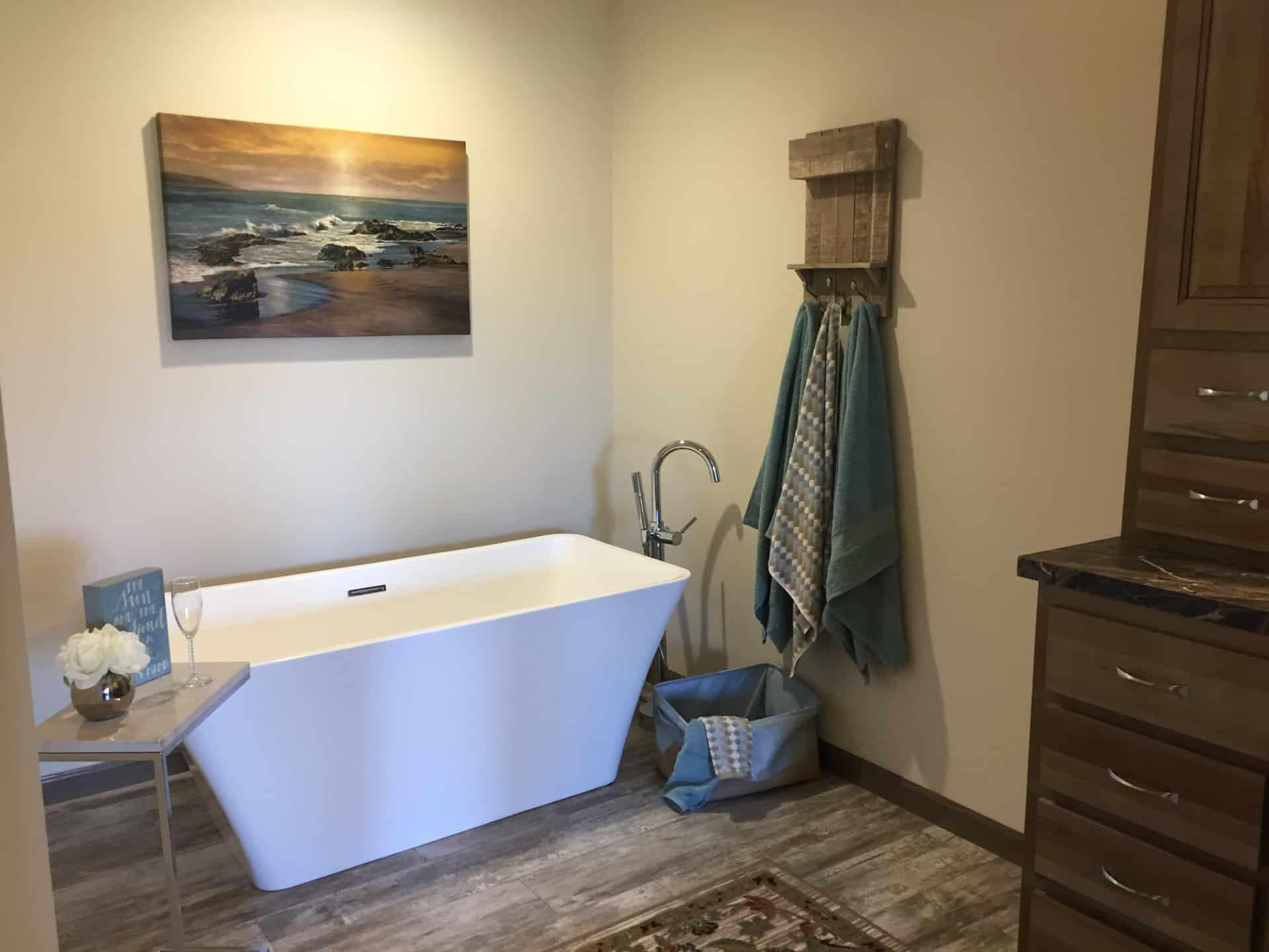 Barton master bath soaking tub - D&W Homes