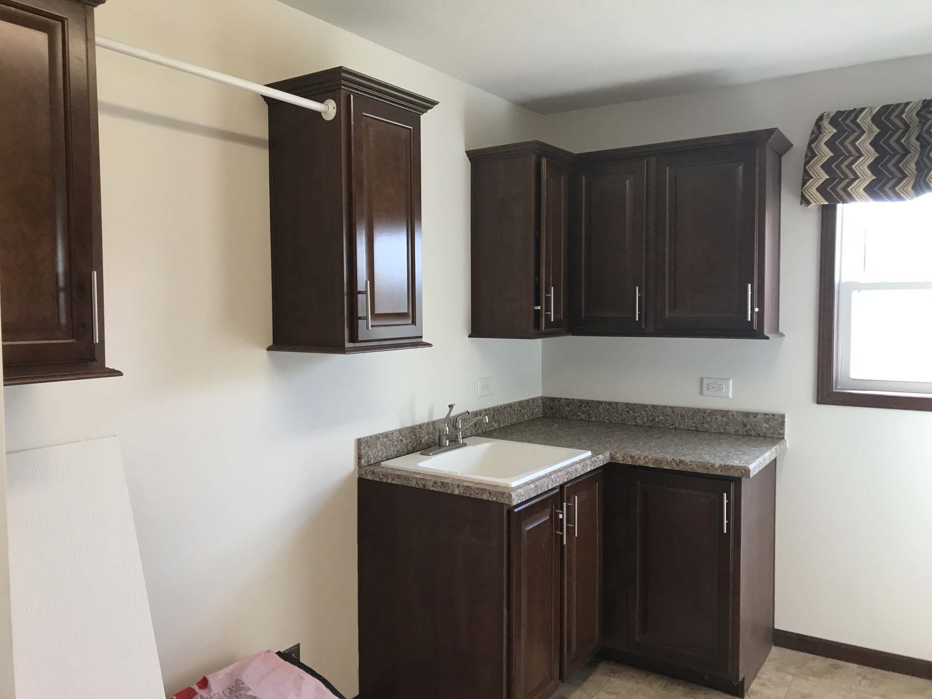 Commodore RX806 Pinewood Henderson Laundry Room