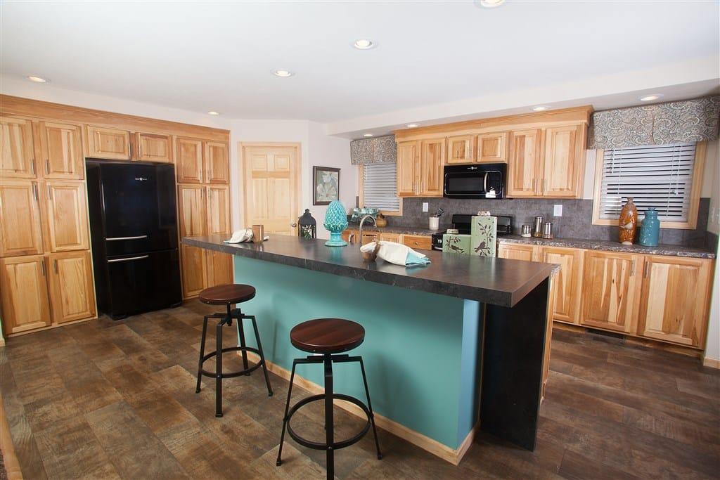 Commdore RX765A Douglas Kitchen 2