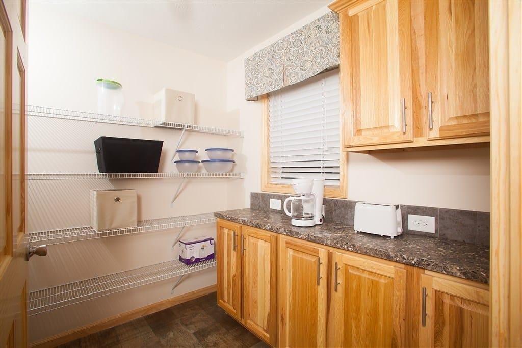 Commdore RX765A Douglas Kitchen 3