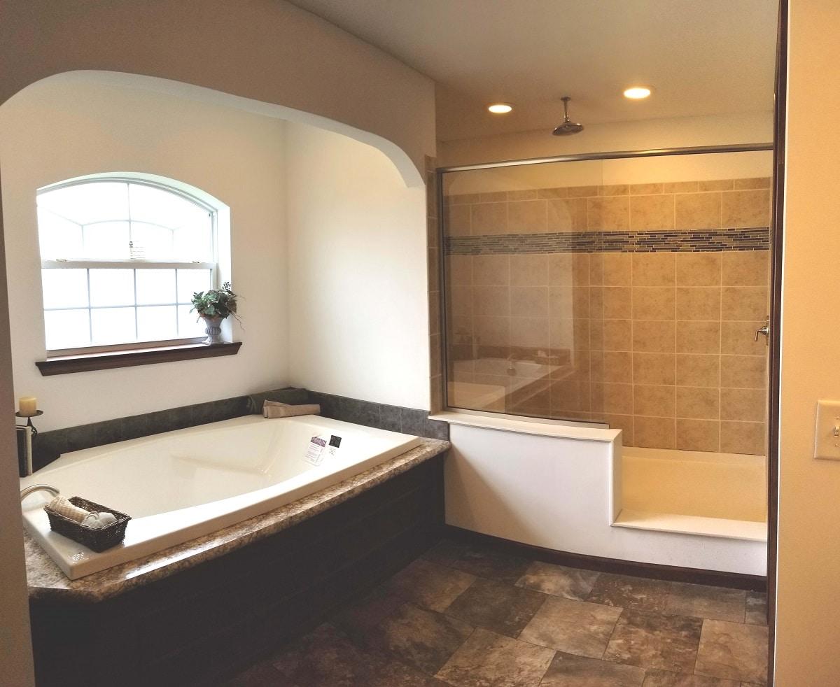 Commodore Lionel Henderson Bathroom AW250A