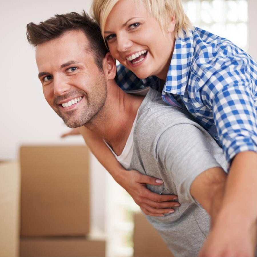 happy-customers-couple-moving